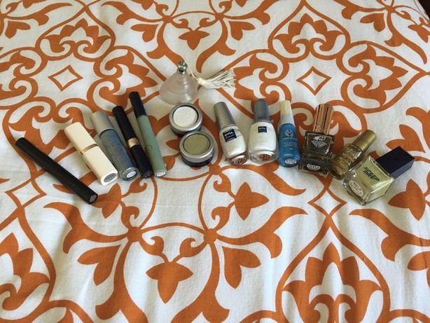 Conjunto produtos maquilhagem e vernizes