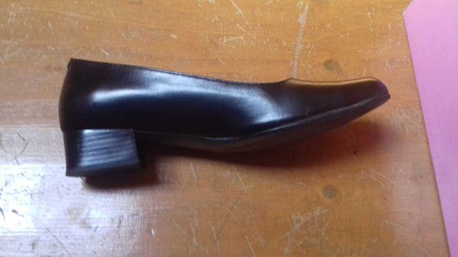 Sapatos pretos n39