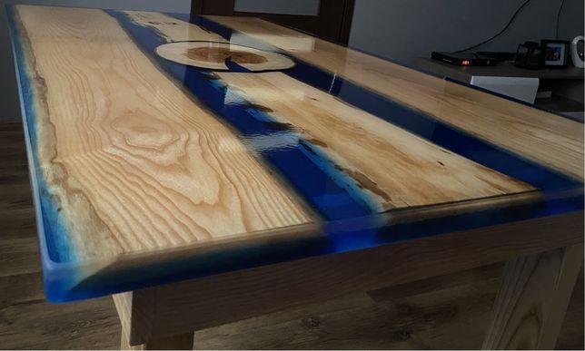 Stół z żywica i drewnem