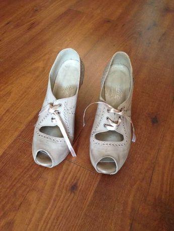 Sapatos vintage peep toe com laço n.º 34