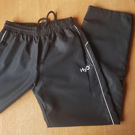 Fajne spodnie dresowe 140 dresy H 2 O