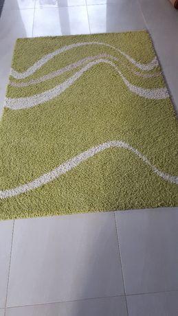 Dywan w kolorze zielonym