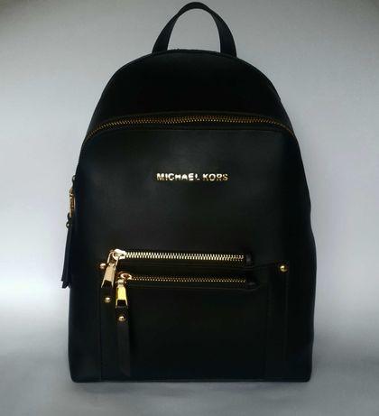 Klasyczny, czarny plecak damski.