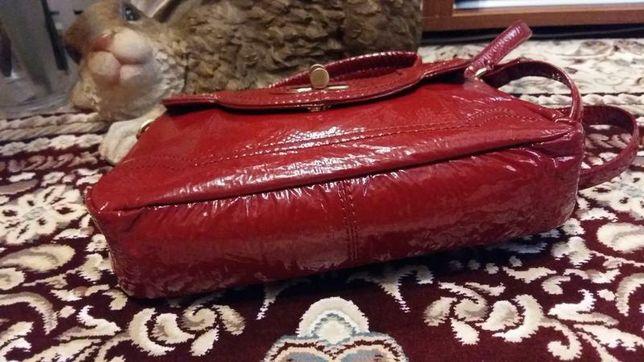 Лаковая сумка из натуральной кожи