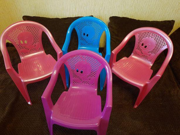 Стільці дитячі пластикові продам