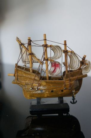 Statek figurka kolekcjonerska pamiątka