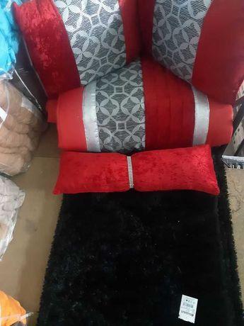 Edredon com almofadas mais 3 tapetes