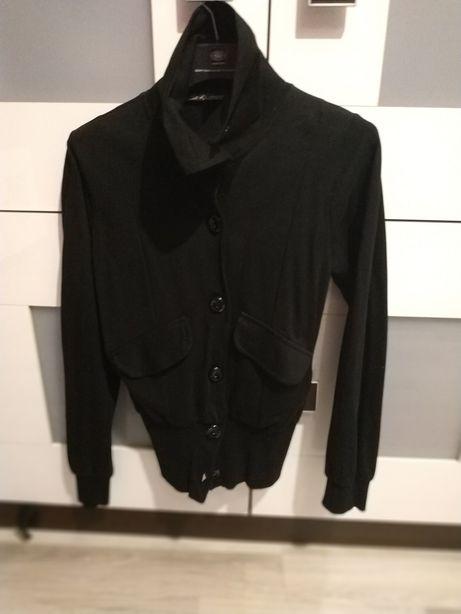Czarna bluza na guziki