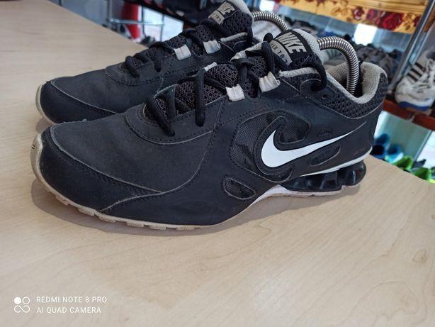 Кроссовки Nike Reax tr 7. 536809-013. Р 42 на 26.5 см. Оригинал.