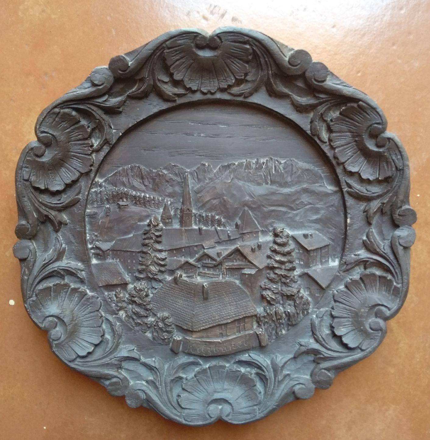 Prato esculpido em madeira