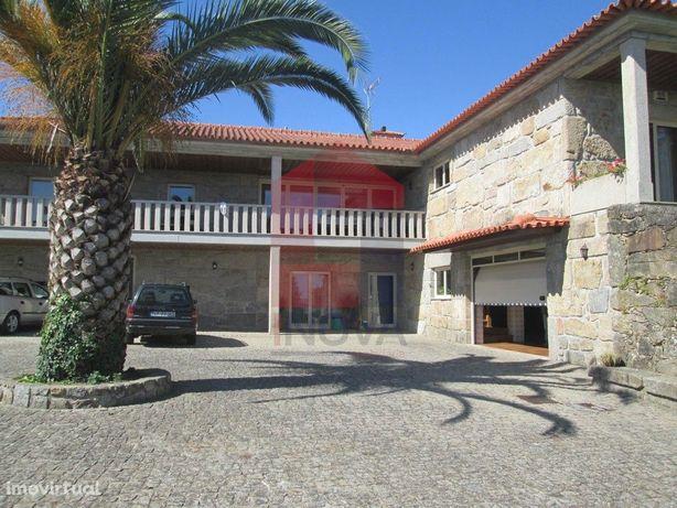 Vende-se Quinta, Carreiras (Santiago)