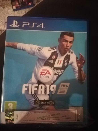 Jogo PS4 FIFA 19 com Registo e caixa.