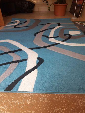 Gruby niebieski dywan