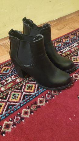 Sprzedam damskie buty na słupku