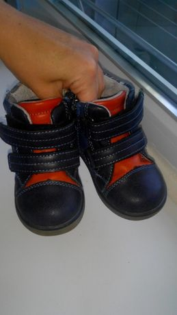 Продам осеннее -весенние ботиночки.