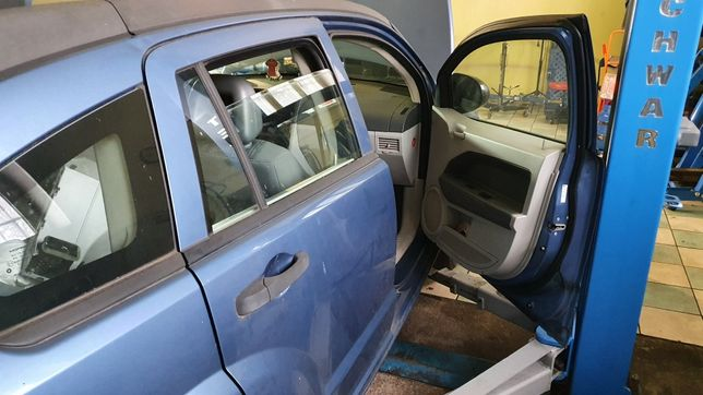 Dodge caliber drzwi lewe prawe kompl.