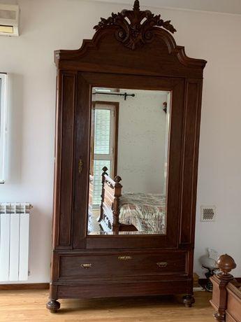 Guarda-fatos antigo com espelho, em ótimo estado!