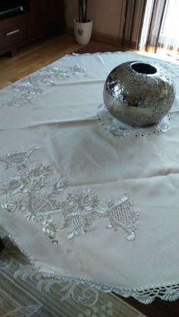 Beżowa serweta perłowy haft 90x90 obrus, koronka szydełkowa