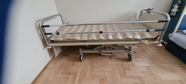 Łóżko Rechabilitacyjne wózek inwalidzki i balkonik.