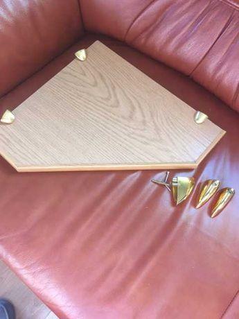 Narożna półka drewniana
