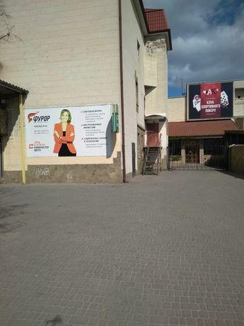 Продам помещение 326 м.кв  на Ушакова можно купить частями