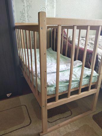 Дитяча кроватка без матраса
