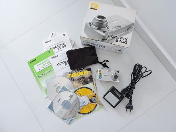 Aparat cyfrowy Nikon 3700