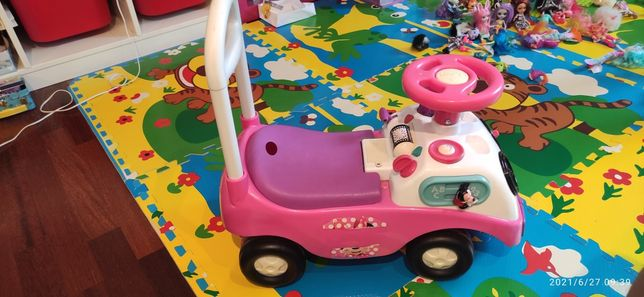 Samochodzik pchacz Disney.