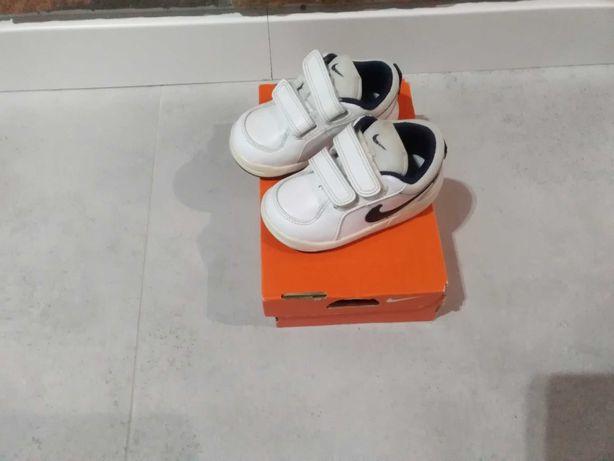 Adidasy dla chłopca Nike roz. 21