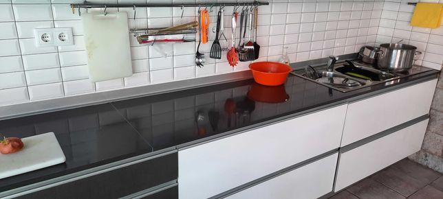Cozinha completa Termolaminado Branco Brilho+Melamina Linho Cancun