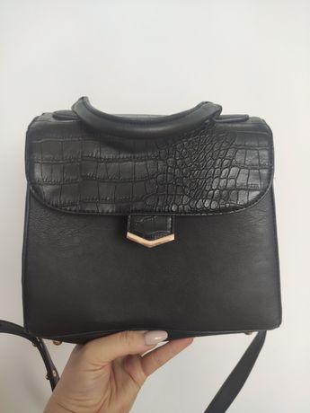 Mała torebka na ramię czarna primark