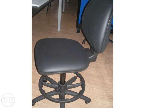 """Cadeira de estirador em semi-pele preta """" Nova"""""""