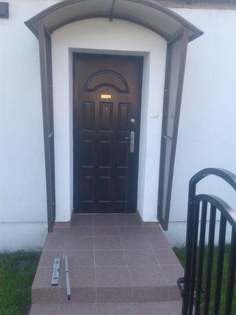 Daszek nad drzwi, balkon. Poliwęglan komorowy