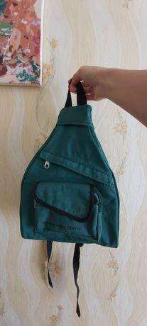 Рюкзак для мальчиков и девочек. Вместительный и лёгкий.