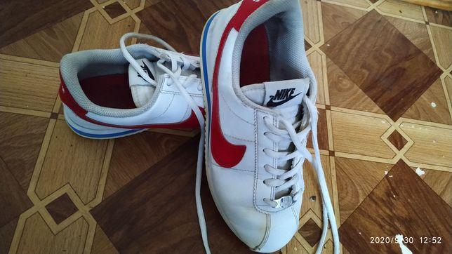Продам б/у кросівки Nike(оригінал)
