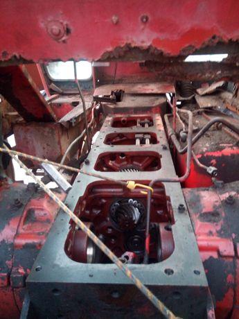 Obudowa skrzynia biegów case 745 xl wał z boku obudowa mostu R1
