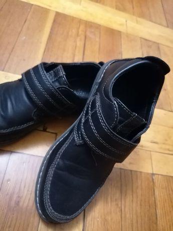 Продам туфли на мальчика.