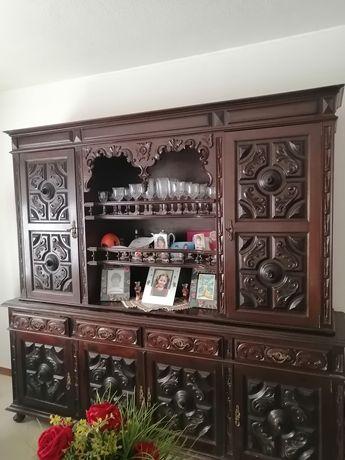 Móvel antigo em madeira