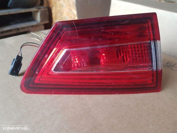 Farolim Tras Esquerdo Mala Renault Clio IV
