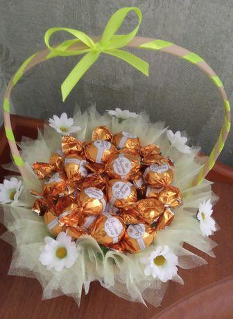 Подарочная корзинка с конфетами