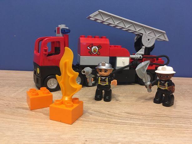 Lego Duplo 4977 wóz stażacki, wydaje dźwięki i syglały świetlne