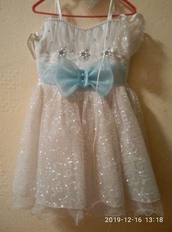 Нарядное платье, костюм снежинки 4-5 лет