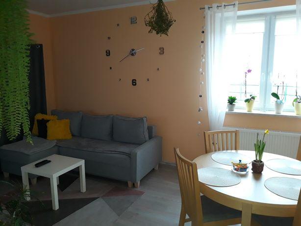 Bezczynszowe mieszkanie z działką i garażem w Kurowie.