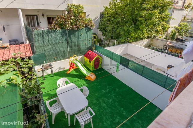 Fabuloso apartamento T2 andar de moradia com logradouro e garagem - Va