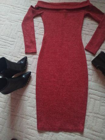 Тепле плаття, з опущеними плечами, міді.