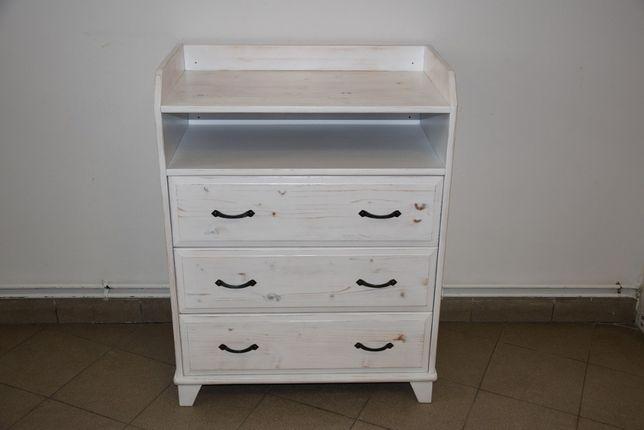 komoda sosnowa z szufladami po renowacji