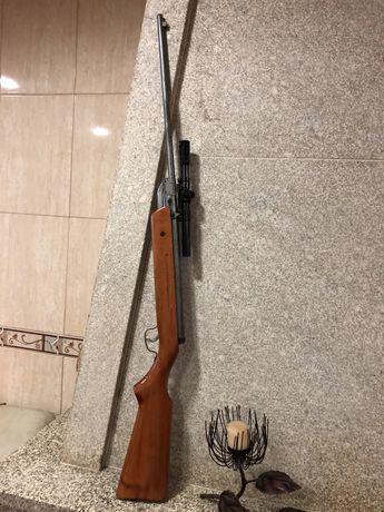 Arma de chumbo em bom estado geral.