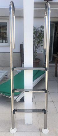 Escada de piscina em inox