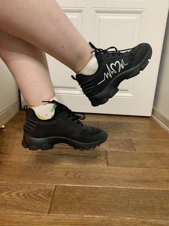 Жіночі кросівки estro 38 розмір