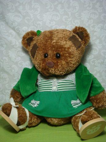 Скидка. Мягкая игрушка медвежонок в одежде.
